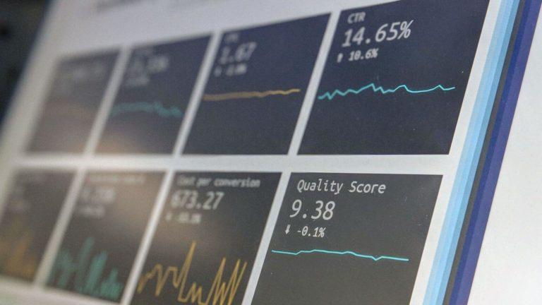 analise de dados no dashboard com numeros e graficos