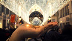 esfera espelhada reflete controle diversas fontes